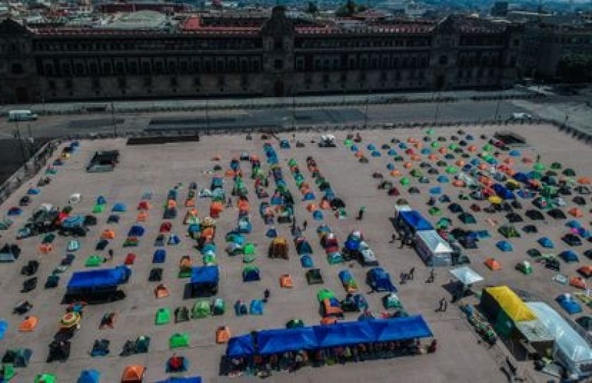 Aspect of the FRENA camp installed in Mexico City's main square, the Zócalo, in October 2020.