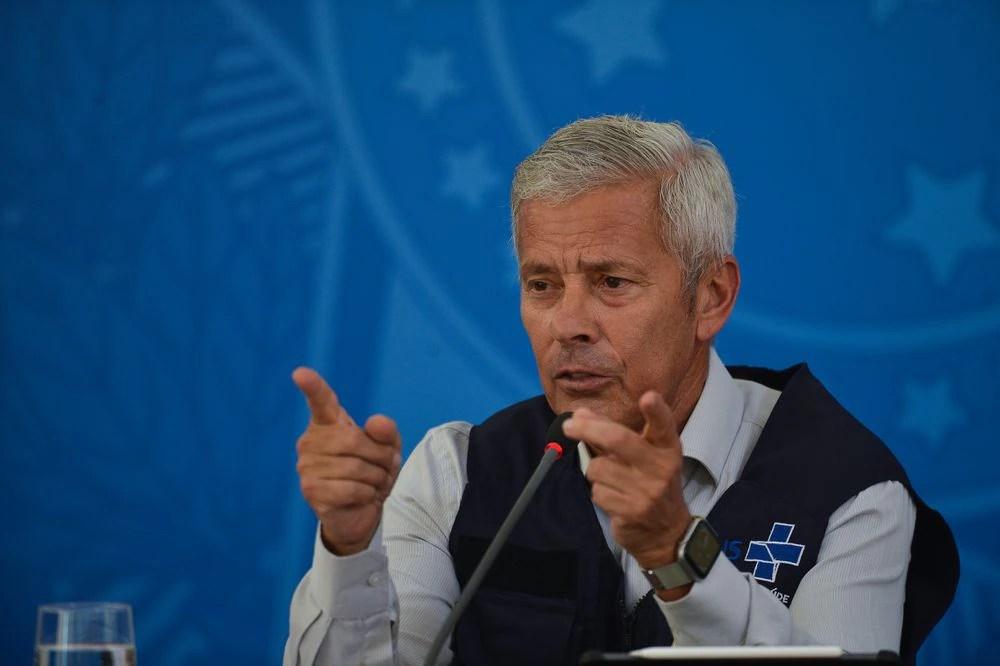 Brasil tem recorde diário de casos de Covid-19, e Saúde rechaça recuo em medidas de isolamento