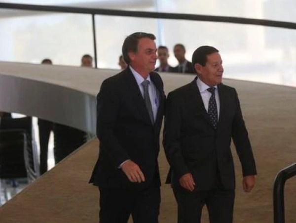 Mourão diz que, por lealdade, não disputará com Bolsonaro em 2022.