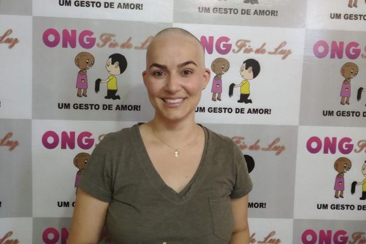 Kelila Mendes,Ao saber que ia perder os cabelos com o tratamento, Keila dou para a ONG Fios de Luz e também ganhou uma peruca da instituição