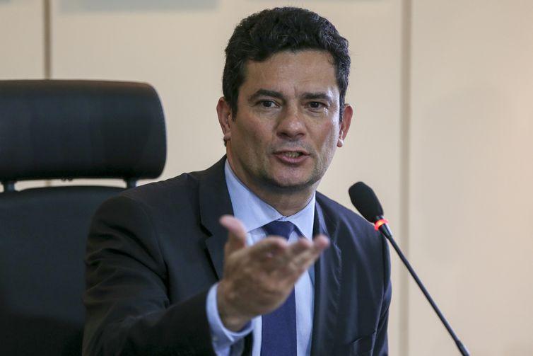O futuro ministro da Justiça, juiz federal Sérgio Moro, durante coletiva de imprensa após reunião com o atual ministro da pasta, Torquato Jardim.