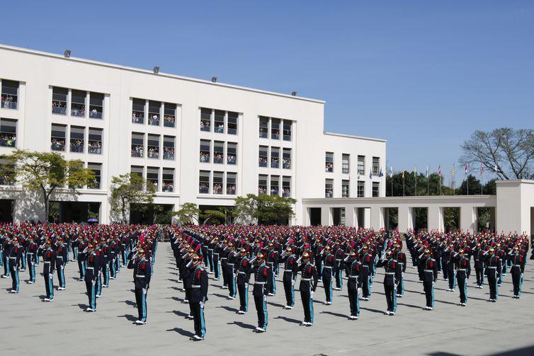 Cerimônia de Entrega de Espadins aos Cadetes Academia Militar dos Agulhas Negras (Aman).