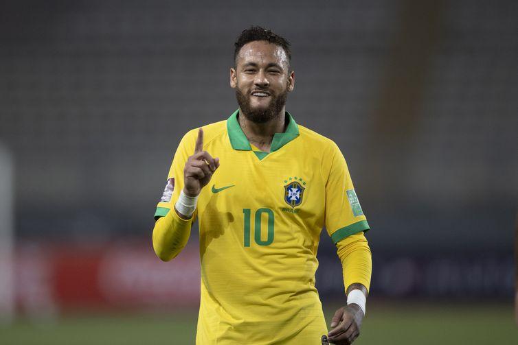 Neymar marca em jogo da seleção brasileira