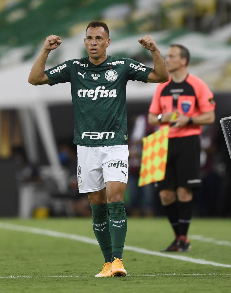 Breno Lopes marcou o gol do título da Libertadores sobre o Santos nos acréscimos do jogo.