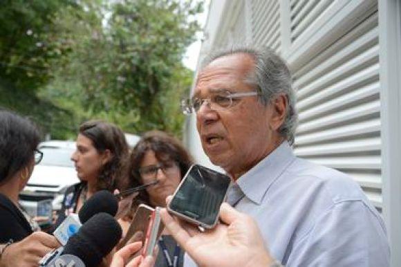O economista Paulo Guedes, que comanda o núcleo econômico da campanha do candidato do PSL à Presidência da República, Jair Bolsonaro, fala à imprensa.