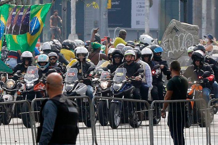 Presidente Jair Bolsonaro participa de ato com apoiadores no Monumento aos Pracinhas, no Aterro do Flamengo, na zona Sul do Rio.