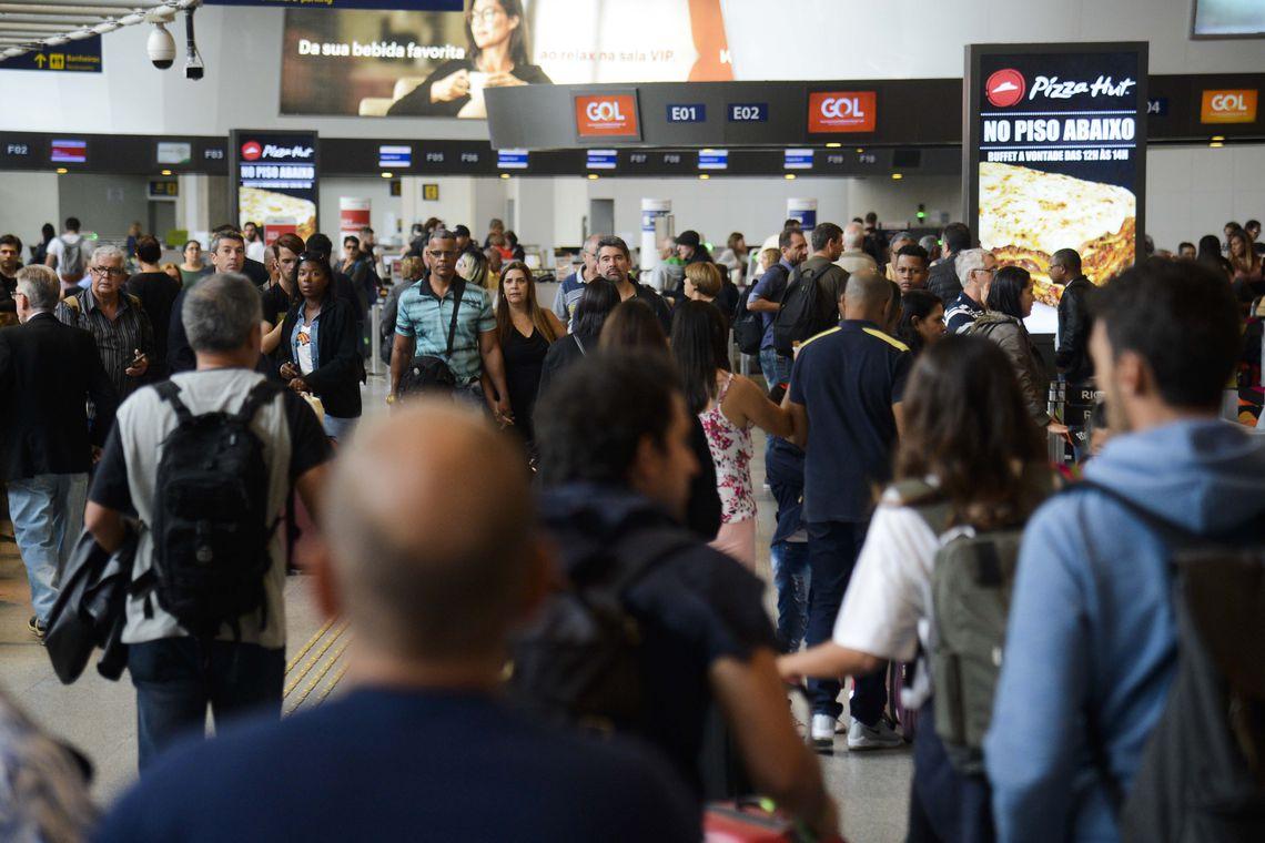 Resultado de imagem para Foto: movimento no aeroporto Santos Dumont