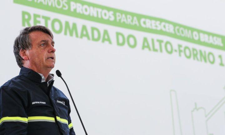 O presidente Jair Bolsonaro, discursa durante a cerimônia de reativação do alto-forno 1 da Usiminas