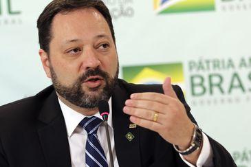O presidente do Instituto Nacional de Estudos e Pesquisas Educacionais Anísio Teixeira,, Alexandre Lopes, fala à imprensa, durante entrevista, sobre o Enem Portugal.