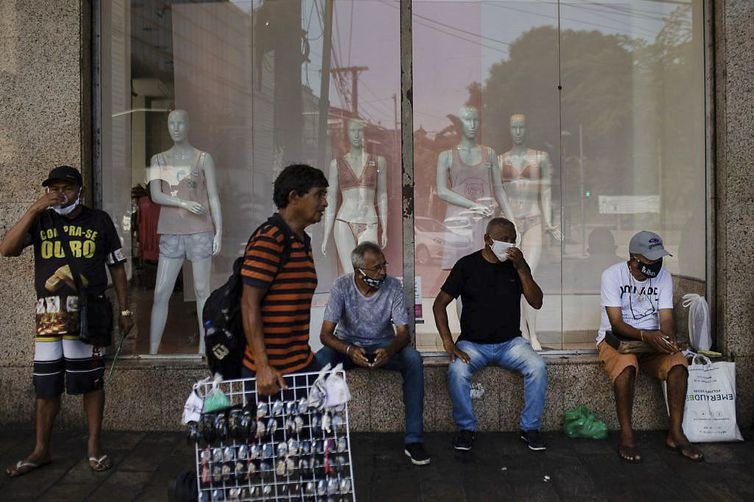 Movimentação nas ruas de Manaus.