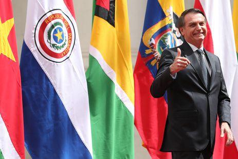 O presidente do Brasil, Jair Bolsonaro, e mais 6 presidentes sul-americanos assinam a Declaração de Santiago, que marca o início do processo de criação do Fórum para o Progresso da América do Sul (Prosul).