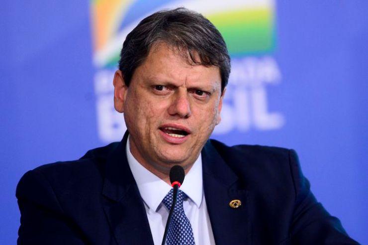 O ministro da Infraestrutura, Tarcísio Gomes, durante o lançamento do programa Voo Simples, no Palácio do Planalto.