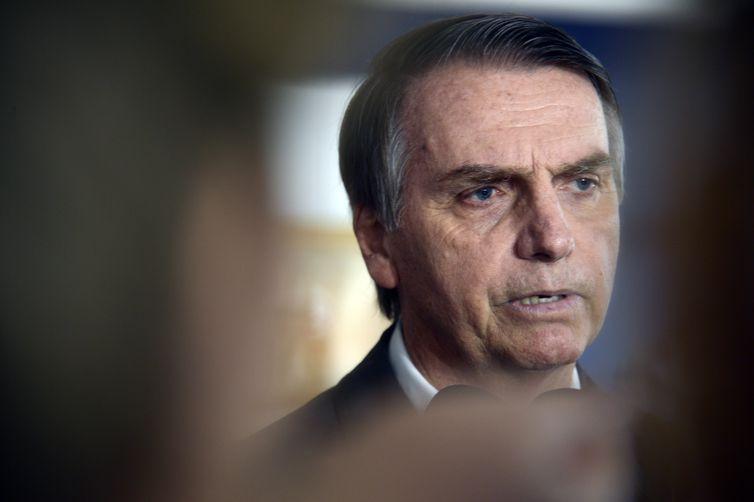 O candidato do PSL à Presidência da República, Jair Bolsonaro, fala à imprensa.