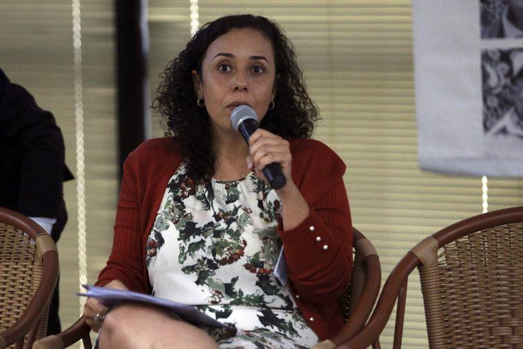A diretora da Fiocruz Brasília, Fabiana Damásio,  participa da roda de conversa Morar em Liberdade: 15 anos do Programa de Volta para Casa, no Memorial do MPF.