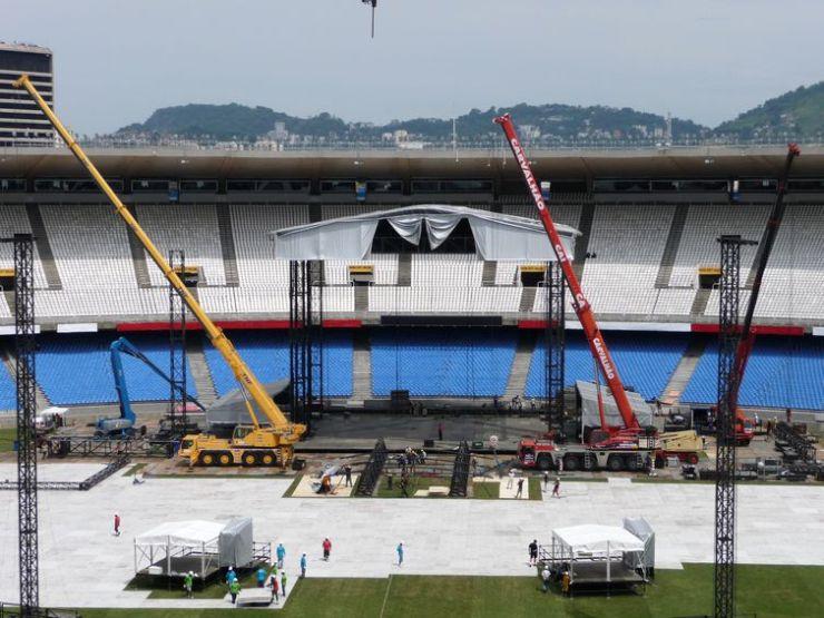 Palco para show de Madonna começa a tomar forma no gramado do Maracanã
