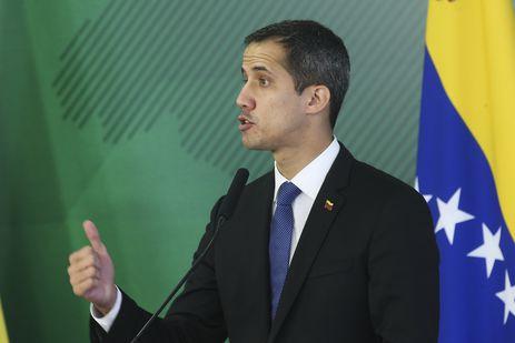 antcrz_abr_28021912284 Bolsonaro diz que vai atuar para restabelecer democracia na Venezuela