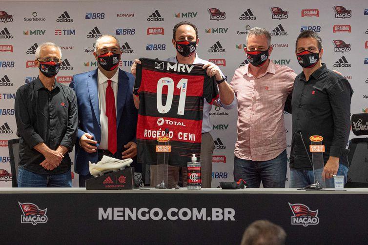 O técnico Rogério Ceni visita as instalações do Ninho do Urubu, Centro de Treinamento do Flamengo.