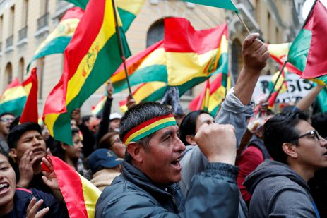 People shout slogans during a protest against Bolivia's President Evo Morales in La Paz, Bolivia, November 9, 2019. REUTERS/Carlos Garcia Rawlins