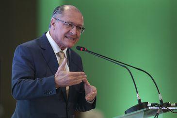 O candidato à Presidência da República, Geraldo Alckmin, do PSDB, discursa durante o evento,  Diálogos Eleitor, realizado pela  União Nacional de Entidades do Comércio e Serviços (Unecs).