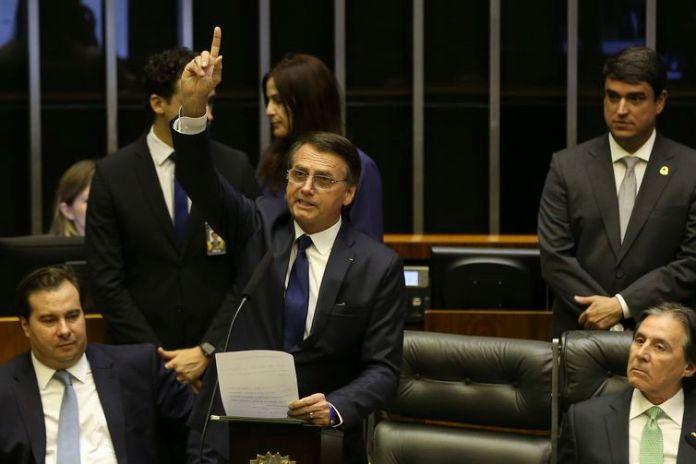 Jair Bolsonaro toma posse como presidente da República em cerimônia no Congresso Nacional.
