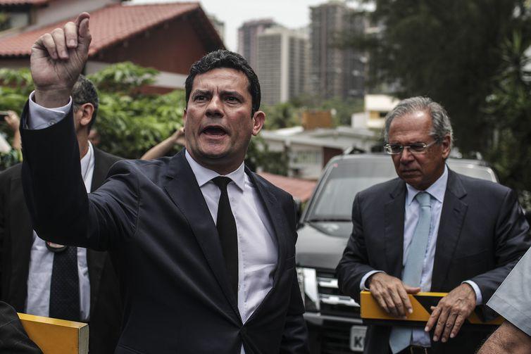 BRA01. RÍO DE JANEIRO (BRASIL), 01/11/2018.- El juez Sergio Moro (i), responsable por la operación Lava Jato en primera instancia, es visto junto al futuro ministro de la Hacienda de Brasil, Paulo Guedes (d), en Río de Janeiro (Brasil) hoy,