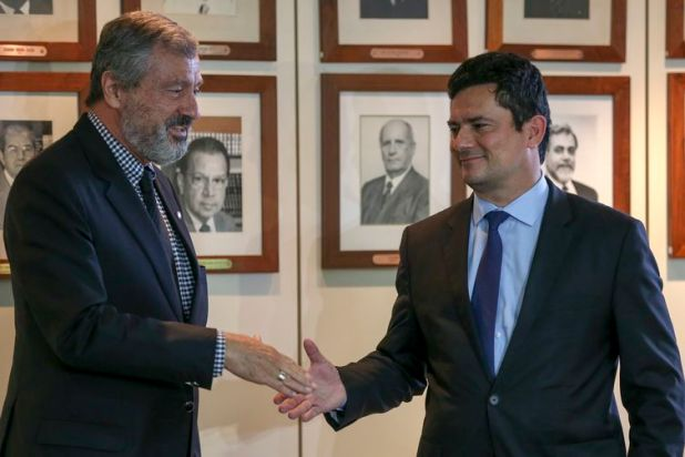 At a press conference after a meeting with current Justice Minister, Torquato Jardim and future minister, federal judge Sérgio Moro.