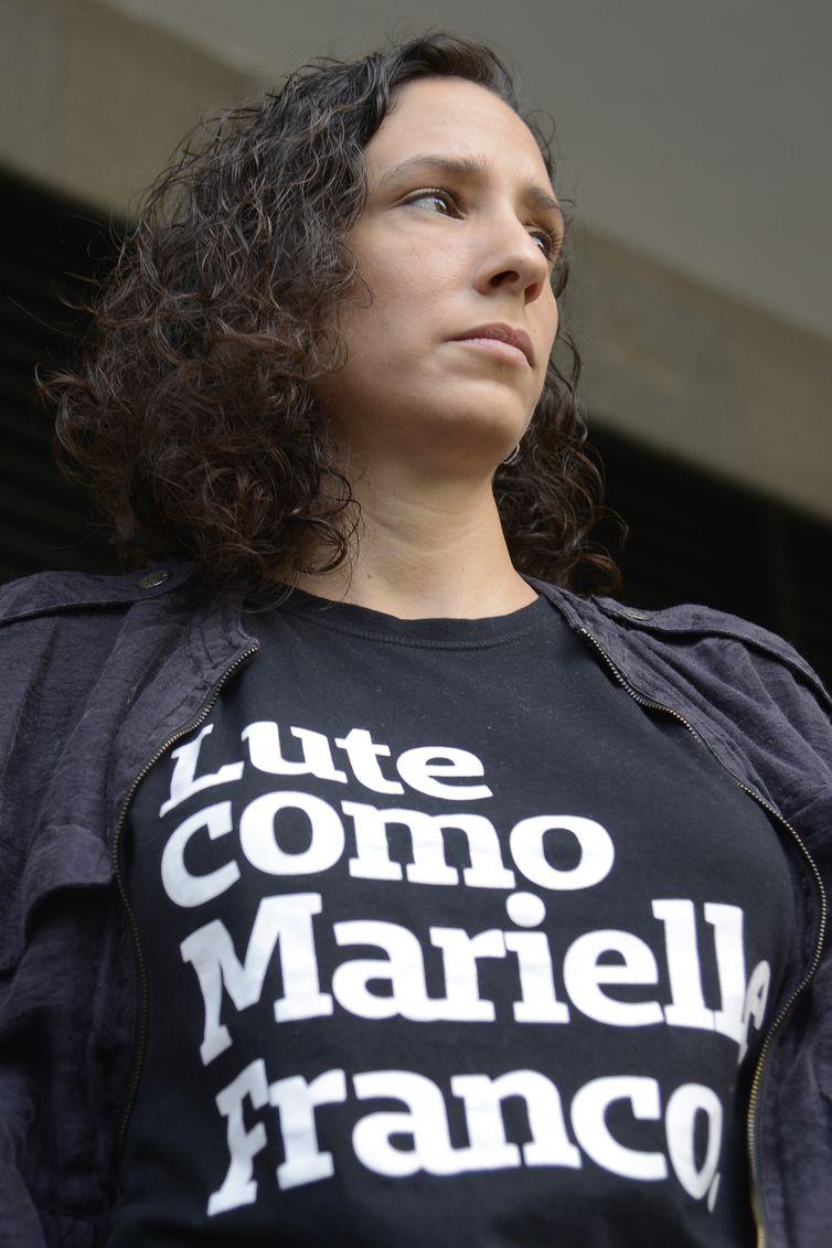 Anistia Internacional faz ato em frente ao Ministério Público Estadual pressionando pela resolução do assassinato da vereadora Marielle Franco e de seu motorista, Anderson Gomes. Na foto, Mônica Benício, viúva de Marielle Franco.