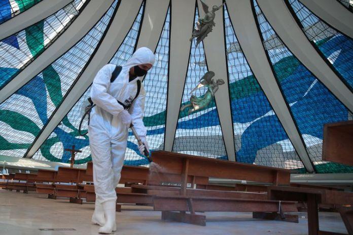 O Comando Conjunto Planalto, formado por integrantes das Forças Armadas, realiza a descontaminação da Catedral Metropolitana Nossa Senhora Aparecida – Catedral de Brasília, como parte das ações de combate e enfrentamento ao novo Coronavírus
