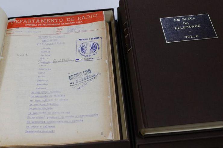 Restauração dos roteiros originais da rádionovela Em Busca da Felicidade, da Rádio Nacional