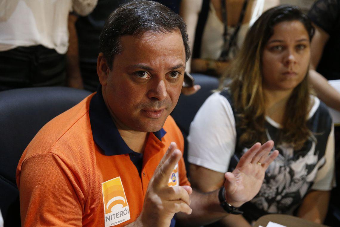 O prefeito de Niterói, Rodrigo Neves fala sobre o deslizamento na Comunidade Boa Esperança.