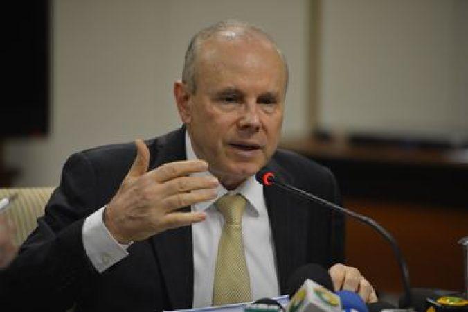 O ministro da Fazenda, Guido Mantega, durante anúncio de medidas econômicas a serem adotadas pelo governo federal (José Cruz/Agência Brasil)