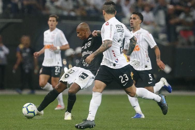 Corinthians tenta se aproximar de grupo que vai à Libertadores.