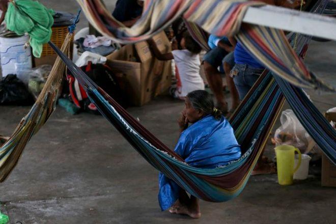Indígenas venezuelanos, da etnia Warao, são acolhidos no abrigo Janokoida, em Pacaraima.