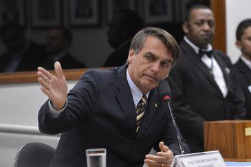 O deputado Jair Bolsonaro durante sessão do Conselho de Ética da Câmara dos Deputados que instaurou nesta terça-feira (16) processo por quebra de decoro contra o deputado (Wilson Dias/Agência Brasil)