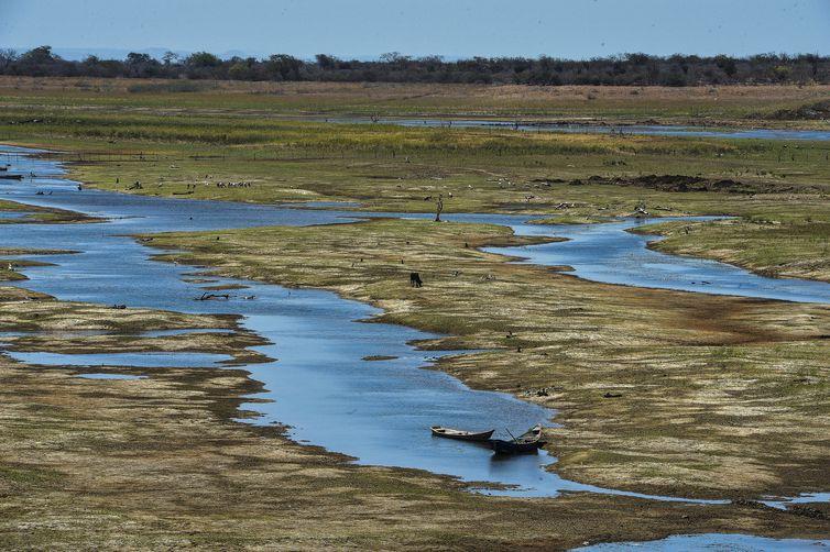 Agência Brasil 30 Anos - Com a falta de chuva na nascente do Rio São Francisco, o reservatório de Sobradinho vive a maior seca de sua história