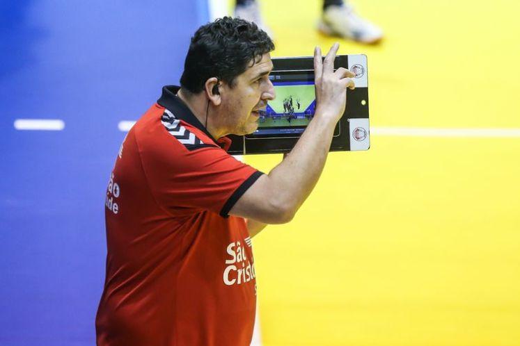 Técnico Luizomar de Moura é um dos  quatro membros da comissão técnica do Osasco que tesataram positivo para o Covid-19.