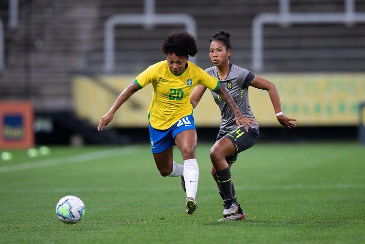Valéria, meia, seleção feminina brasileira - goleada sobre  Equador