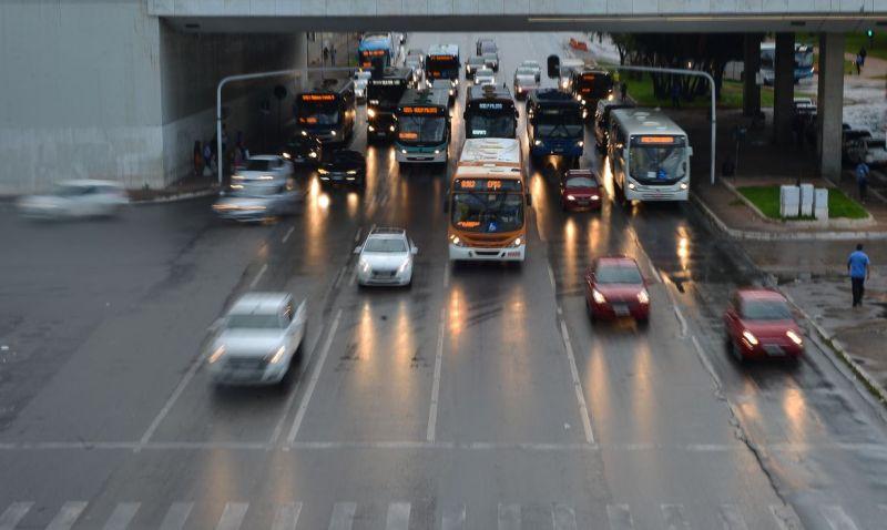 Trânsito próximo à rodoviária central de Brasília