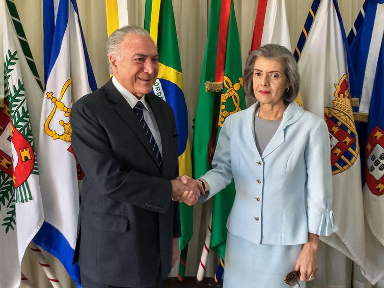 O Presidente Michel Temer, durante transmissão do cargo, para a Presidente do Supremo Tribunal Federal, Ministra Cármen Lúcia, durante Viagem Oficial para o México.