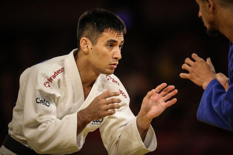 Brasileiro Eric Takabatake ocupa o 11º lugar no ranking mundial e tem ótimas chances de se classificar para os Jogos de Tóquio (Japão).