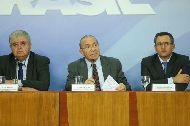 Os ministros  da Secretaria de Governo, Carlos Marun, da Casa Civil, Eliseu Padilha e da Fazenda, Eduardo Guardia, falam sobre acordo celebrado com representantes do movimento dos caminhoneiros.