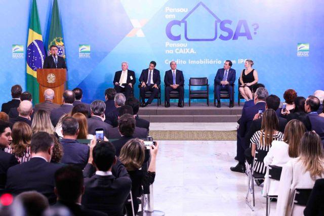 O presidente Jair Bolsonaro e o presidente da Caixa Econômica Federal, Pedro Guimarães, durante a cerimônia de lançamento do IPCA para Credito Imobiliário.