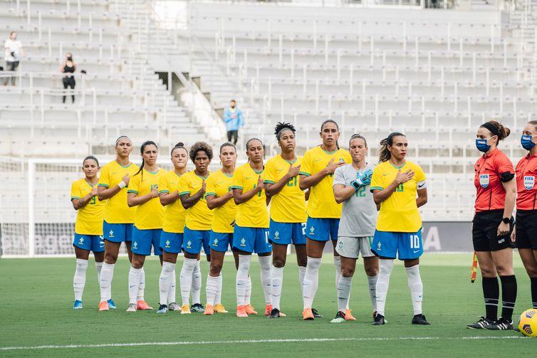 Seleção Brasileira, antes do início da primeira partida do torneio.