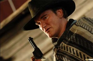 Tarantino atuando em Django Livre com vestimentas típicas do Velho Oeste