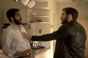 Cena de um dos encontros de Adam (Gyllenhall) e seu sósia