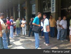 Usuários enfrentam longas filas no Detran-RJ