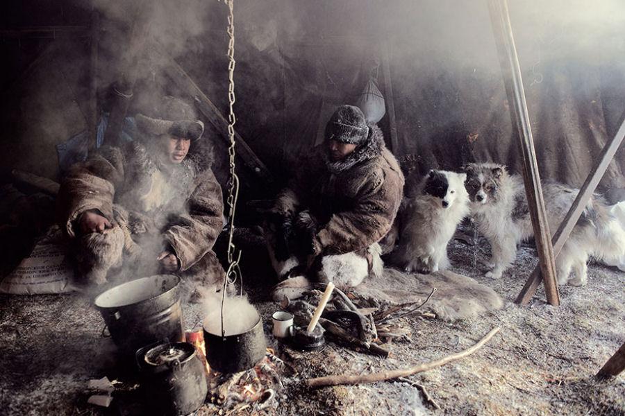 A vida de tribos que estão desaparecendo pelo mundo 13