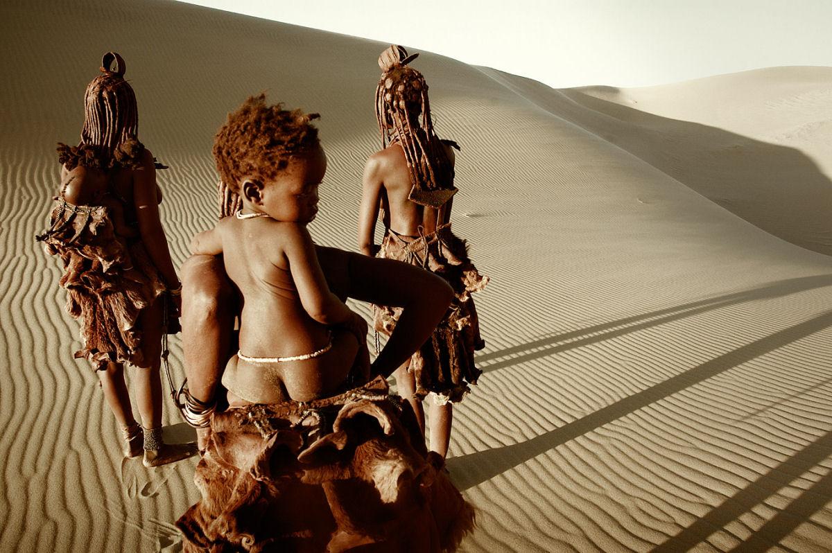 A beleza da tribo Himba, os últimos povos nômades da África 03