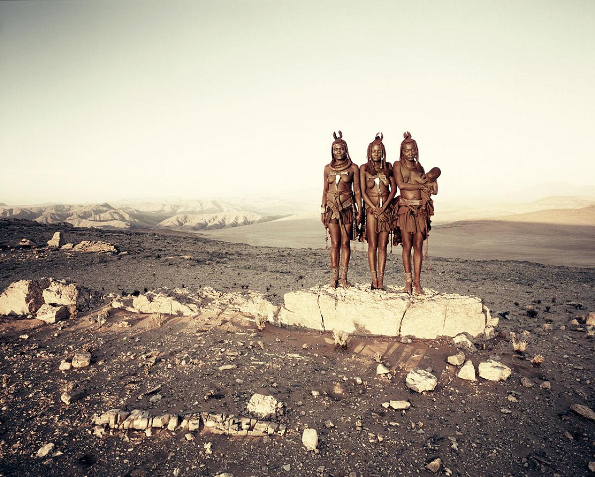 A beleza da tribo Himba, os últimos povos nômades da África 09