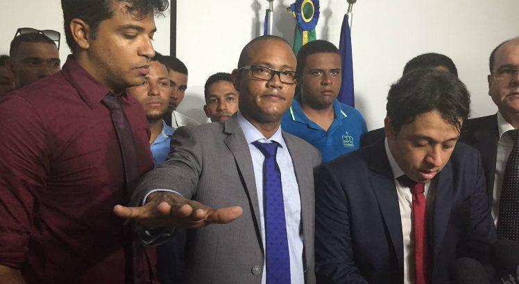 O prefeito interino de Ipojuca, Irmão Ricardo, do PTC (Foto: Mariana Araújo/JC)